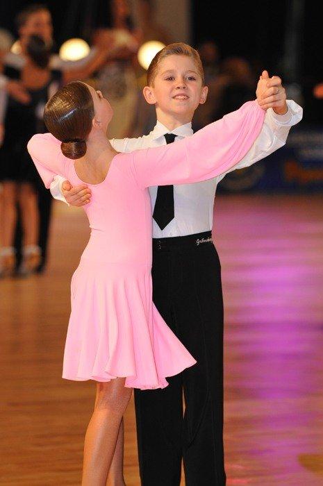 Провести конкурс по Спортивным Бальным Танцам